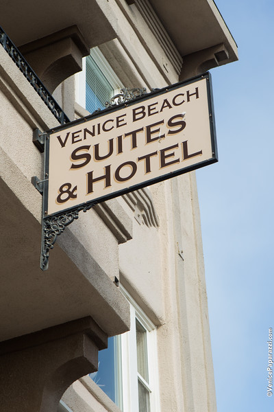 "Venice Chamber mixer at Venice Beach Suites and Hotel.   <a href=""http://www.venicebeachsuites.com"">http://www.venicebeachsuites.com</a>.  <a href=""http://www.VeniceChamber.net"">http://www.VeniceChamber.net</a>.  Photo by Venice Paparazzi.  <a href=""http://www.VenicePaparazzi.com"">http://www.VenicePaparazzi.com</a>  <a href=""http://www.HireVP.com"">http://www.HireVP.com</a>"