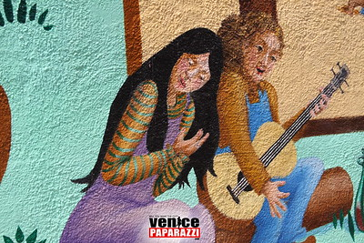 05 03 09  Venice Arts Council Endangered Art fund   Champagne Brunch Honoring Donors for the JAYA Mural Restoration Project   www veniceartscouncil org  Photos by www venicepaparazzi com (17)