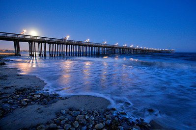 Moon rising over Ventura Pier. 0610_7672