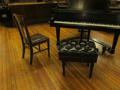 Broadway Presbyterian Church_2013-07-19 035_adjustable piano bench