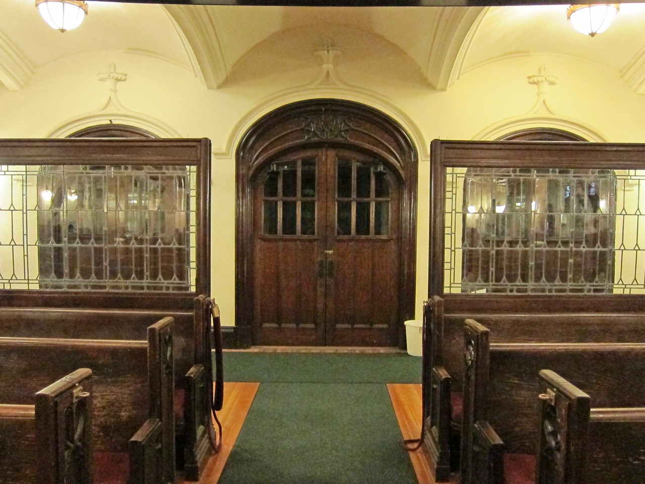 Broadway Presbyterian Church_2013-10-04_4330_3 doors leading to narthex seen from center aisle