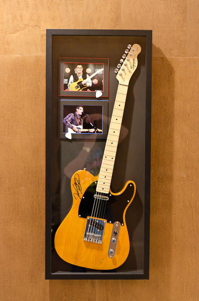 Signed guitar - Vince Gill with show pics and Vince with tge guitar.
