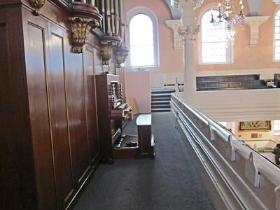 St Paul's Chapel_2013-09_4235_organ and organ bench in balcony