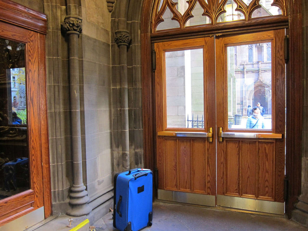 xTrinity Wall Street Church_2013-11-20_4661_north entryway vestibule, church entrance on left