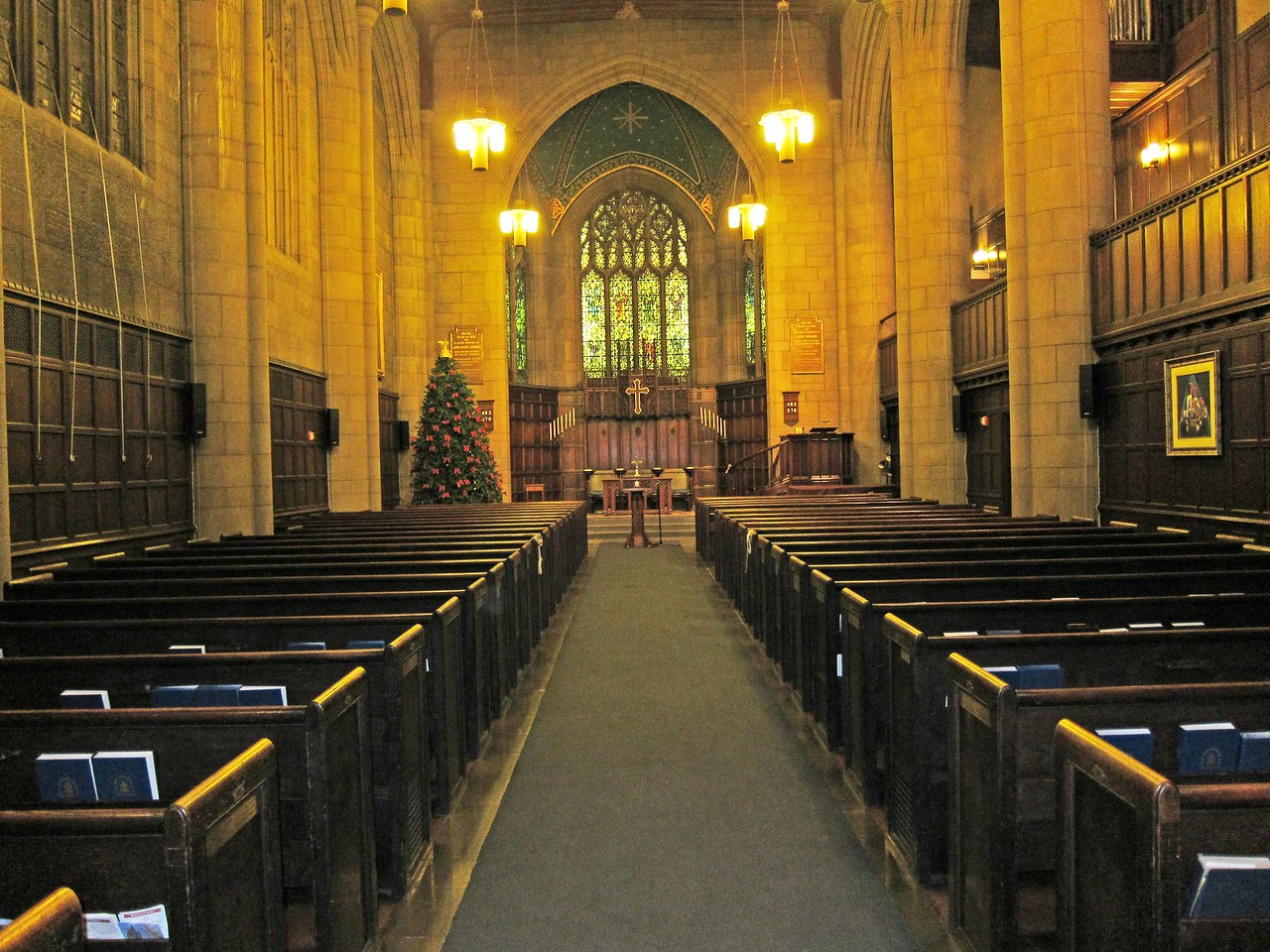 The chapel seen from the vestibule in the back. A door three rows back from the front on the right leads to the library.