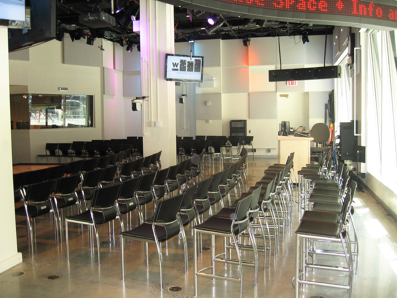 xGreene Space_Hall with chairs_2010_0008