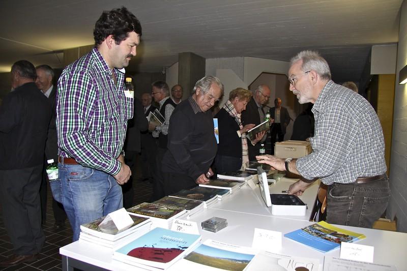 Hansjörg Luterbach verkauft Heimatkunden und Karten © Stefan Bossart