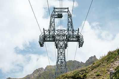 Cable car pylon in Verbier