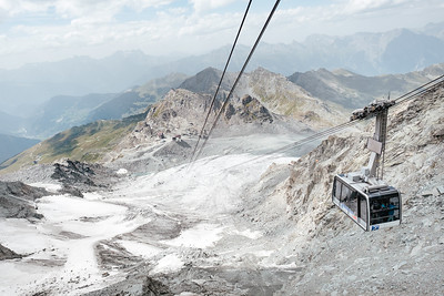 The cable car going up to Mont Fort Verbier