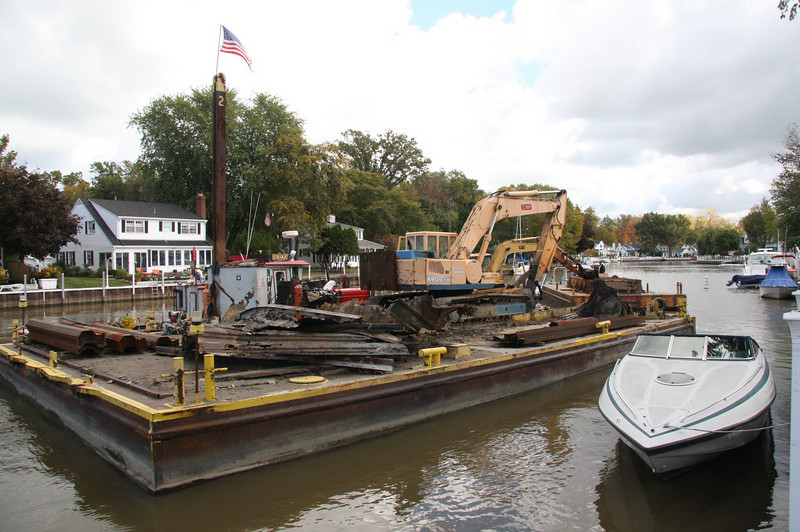 On this barge is now both the OLD and NEW sheet metal--16 feet long, the new ones are.