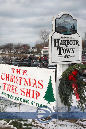 Vermilion celebrates The Christmas Tree Ship arrival, December 4, 2010