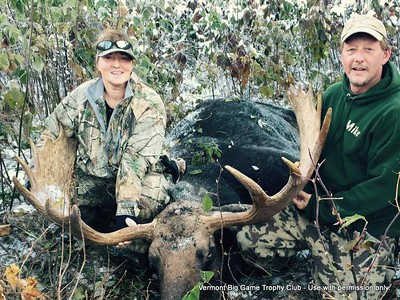 "2015 - Diane and Mike Shepard, Windsor Co., 854 lbs., 47"" spread."