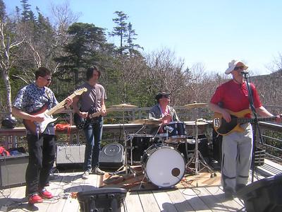 Detonators rock the Glen House, guest guitarist Hardy Merrill,