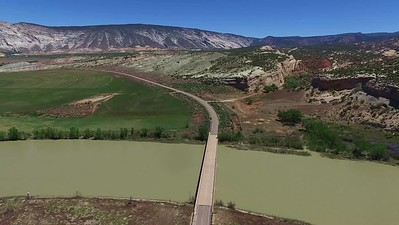 D2-Drone above Green River near Split Mountain_02