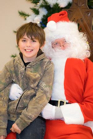 Verndale_Community_Center_Santa-00933