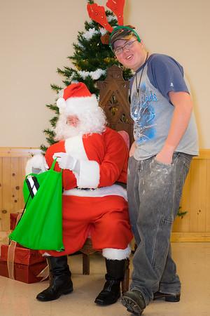Verndale_Community_Center_Santa-00971