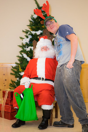 Verndale_Community_Center_Santa-00972