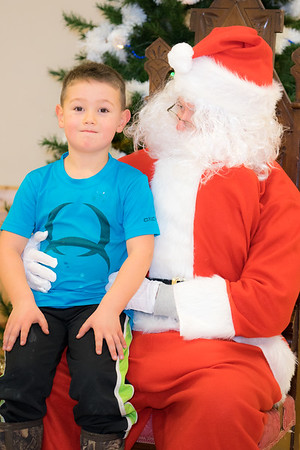 Verndale_Community_Center_Santa-00920