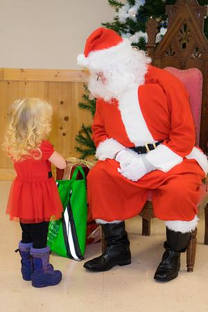 Verndale_Community_Center_Santa-00963