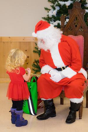 Verndale_Community_Center_Santa-00962