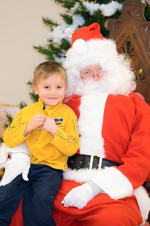Verndale_Community_Center_Santa-00925