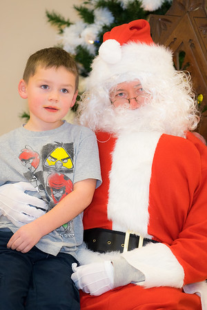 Verndale_Community_Center_Santa-00960