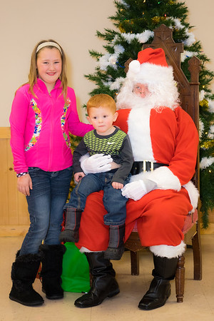 Verndale_Community_Center_Santa-00959