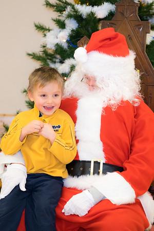 Verndale_Community_Center_Santa-00922