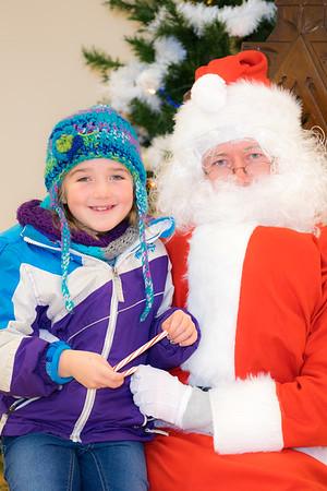 Verndale_Community_Center_Santa-00985