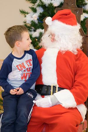 Verndale_Community_Center_Santa-00912
