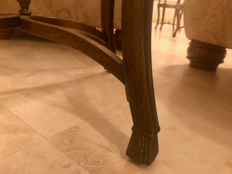 End Table round foot detail