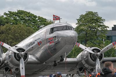 Eine norwegische Douglas DC-3 Dakota.