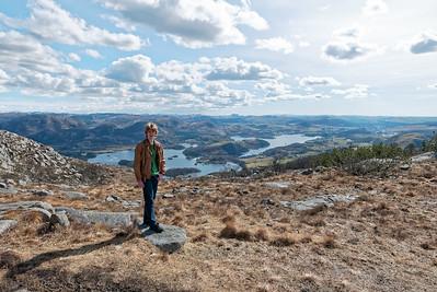 Auf der anderen Seite des Berges blickt man ayf den Lutsivatn. Da waren wir oft mit den Deutsch-Norwegischen Verein.