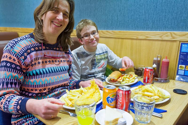 Die Fahrt nach Glasgow dauerte etwa zwei Stunden. Während Helga Fisch&Chips gegessen hat...