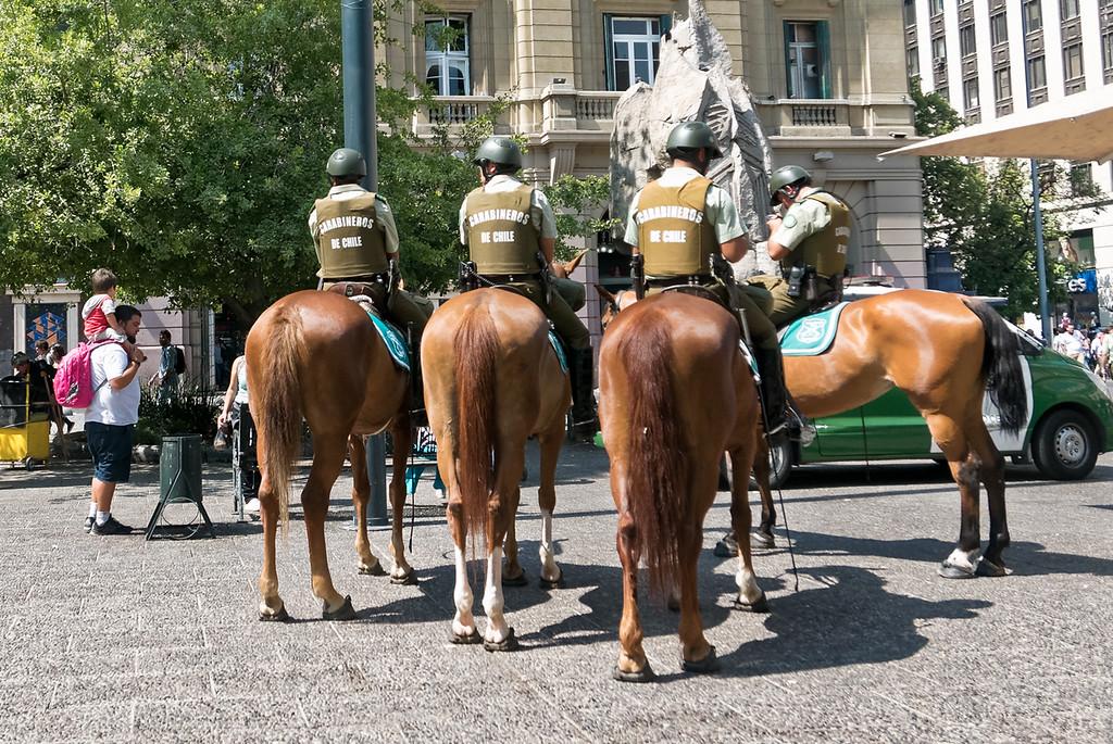 Die Polizei ist sehr präsent. Zu Pferde, zu Fuss, auf dem Fahrrad und im Auto.
