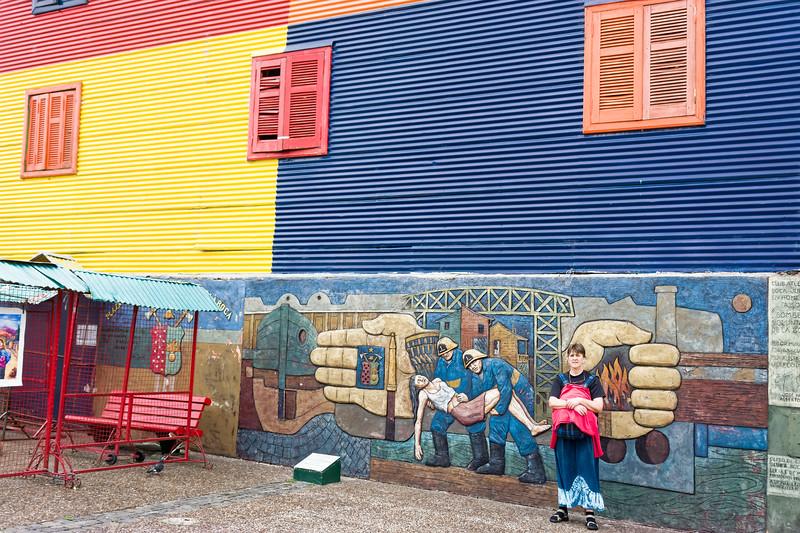 Im armen aber farbenprächtigen Stadtteil La Boca sollte man vorsichtig sein. Einige Argentinier haben uns gewarnt und darauf aufmerksam gemacht, dass wir speziell auf die Kamera aufpassen sollen.