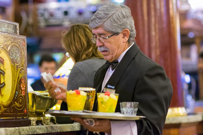 Die meisten Angestellten im Café Tortoni sind Männer.