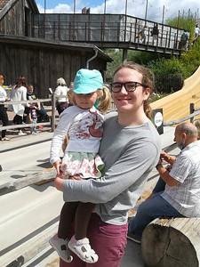 Richard in Potsdam mit seiner Grosskusine Lara.