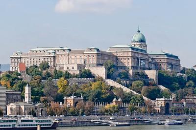 Am Anfang des Urlaubs waren wir 5 Tage in Budapest. Hier ein Schloss auf der westlichen Seite der Donau (Buda).
