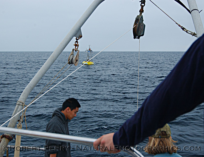 UCLA SMBO Buoy w RV Sea World 2005 08-16_SM_Bay_008