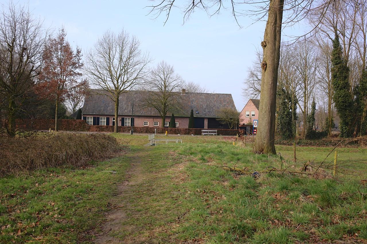 Hoogeloonsweg 2