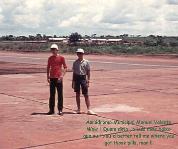 Pedro Cadete e Luis Valente no aeroporto do Camaquenzo
