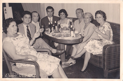 """Judite Silva, ?, ?,  casal Oliveirinha (ao fundo), ao lado da esposa do Oliveirinha é o João Silva! (Judite e Joao Silva sao os pais da Mª dos Anjos """"Pedalada"""", Felicidade, Ivone e Ivo Silva já falecido).  O senhor de óculos é João Castro e a esposa dele é D Gertrudes está ao lado D.Aurora. Eles eram os pais da Manuela Castro ."""
