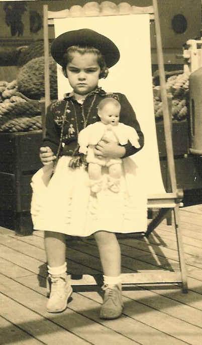 Mocambique - 23 de Dezembro 1952  Teresa Fontinhas com 4 anos