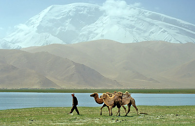 Muztagh Ata (7.546m), Karakul Lake, Karakoram Highway, Xinjiang