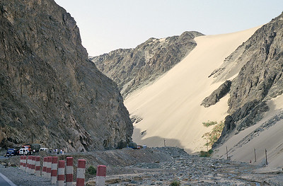 Northern Taklamakan, the road to Luntai, Xinjiang