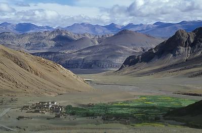 Climbing Pang-la (5.205m), Tibet