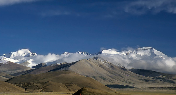Gyachung Kang (7.952m) and Cho Oyu (8.201m) from Tingri, Tibet