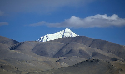 Mount Everest (8.848m) from Tingri, Tibet