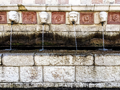 99 Cannelle fountain, L'Aquila, Italy